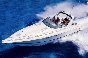 Great for entertaining and weekend overnighting, power cruisers such as the Formula 41 PC bridge the gap between cuddy cabin boats and motoryachts.