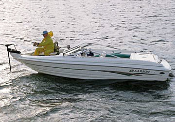 Larson's SEi 210 Ski 'n Fish sterndrive model features VEC construction for 2002.