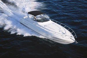 The Wellcraft 47 Excalibur combines motoryacht comfort and amenities with go-fast boat performance and styling.