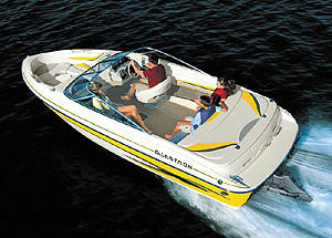 The GX 205 has a low bow, so we always had good visibility, even when getting on plane. Moreover, the boat offered tight, flat turns at wide-open throttle.