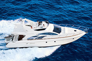 The Azimut 50 seemed oblivious to the conditions, and ran as smoothly as it would on a flat lake.