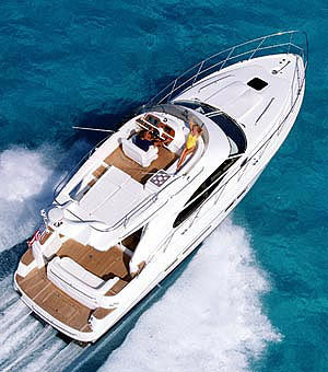 The 42/5 designation means that this boat can stretch itself from 42 feet in length overall to 45 feet at the touch of a button.