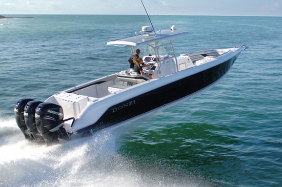 A Donzi 38ZFX heads out to the fishing grounds... fast