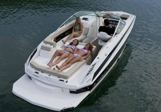 Regal 24 FasDeck: Deckboat with a Dash of Daring