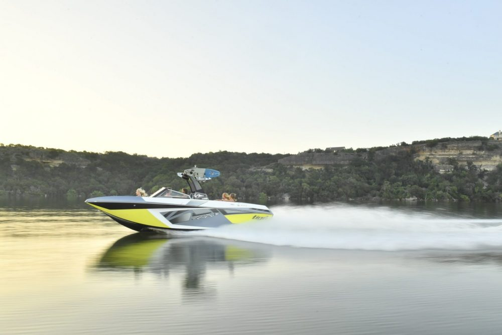 10 Best Tow Boats for Water Skiing and Wakeboarding thumbnail