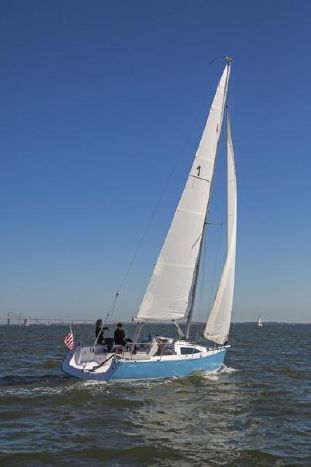 A photo of a Catalina 275 Sport under sail.