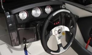 A photo of the Monterey 196 MS Montura's helm dash.