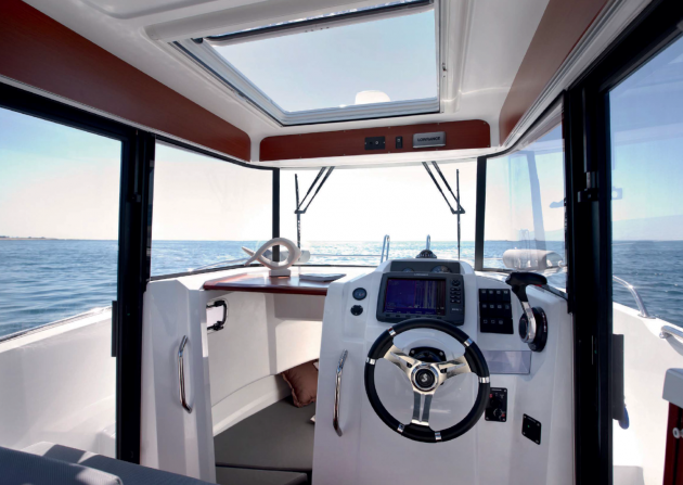 The pilothouse on the Barracuda 7 has great visibility and ventilation, from almost every angle.