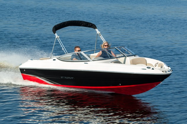 Deck boats don't have to lack the sleek lines and appealing looks that runabout boats have. Stingray's 198LX is a perfect example.