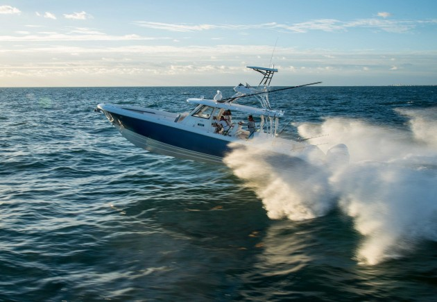 No holds barred means no holds barred. The Everglades 435cc is perhaps the ultimate offshore fishing machine.