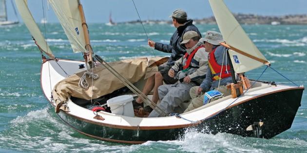 Bayraider 20 under sail