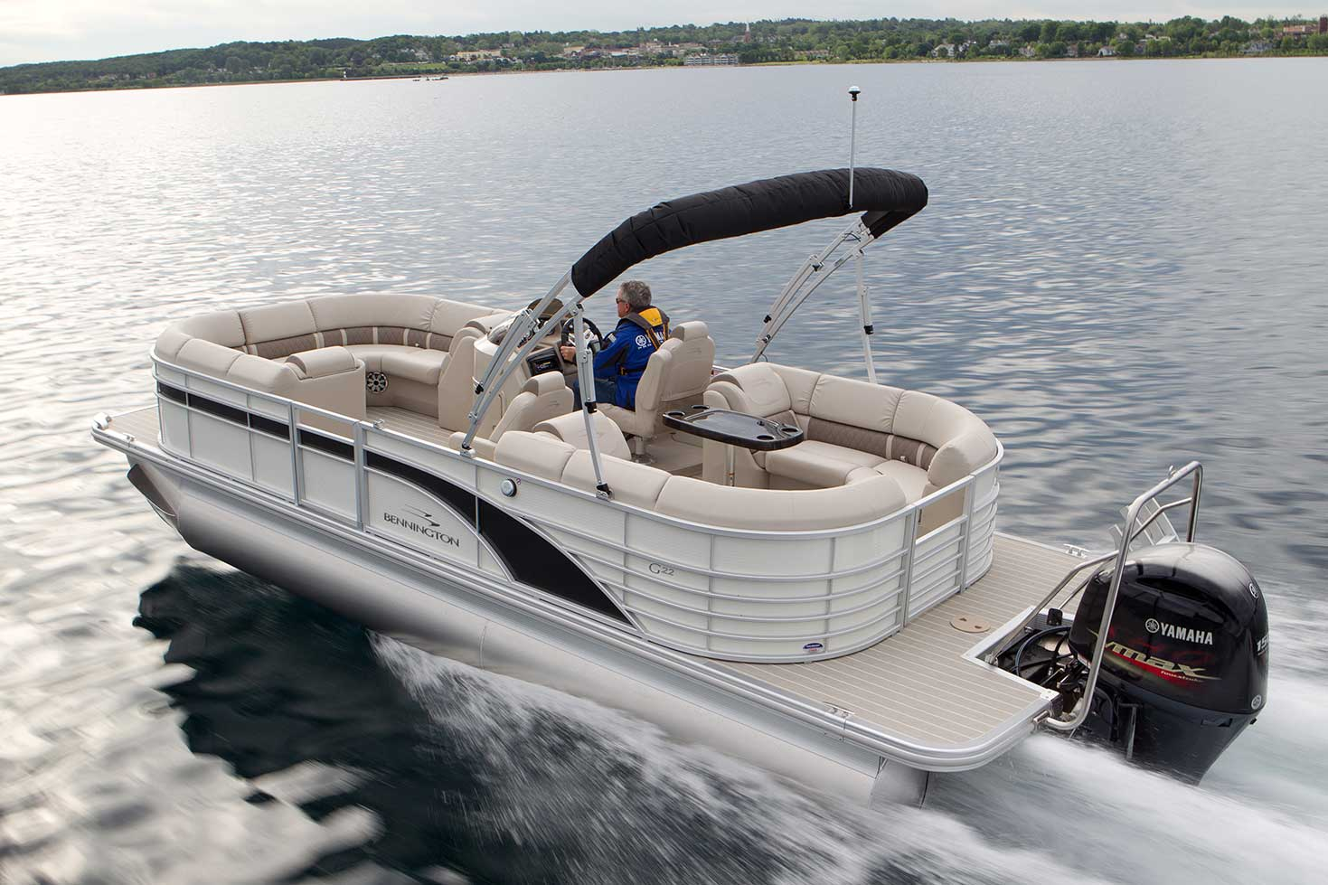 The Bennington 2250 GSR has room to lounge and power to roam.
