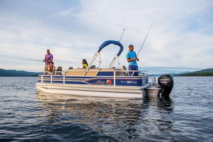 A photo of the Sun Tracker Fishin' Barge 20 DLX.