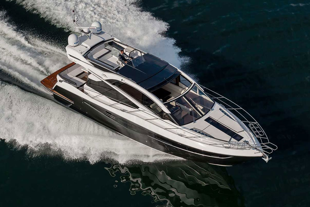 Can you combine a flybridge boat with an open-air express? Galeon says yes, with the 560 Skydeck.
