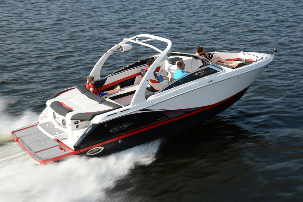 The Four Winns Horizon H260 SS (Signature Series) is differentiated from the standard Horizon series by splashier colors and sportier styling.