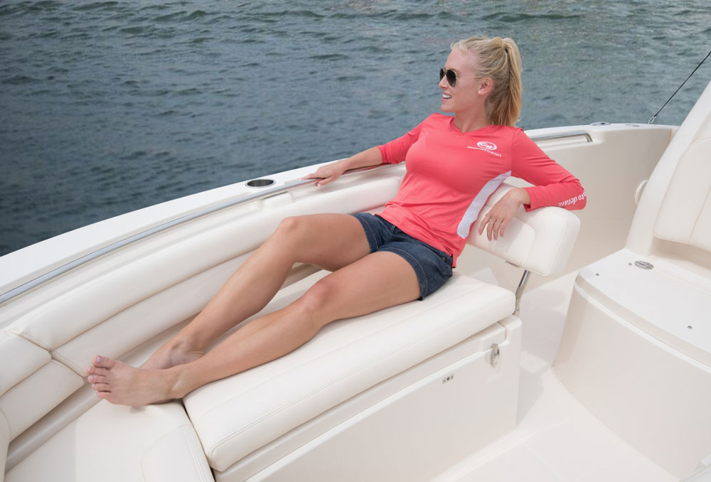 The bow of the 236 is clearly oriented more towards comfort than fishability.
