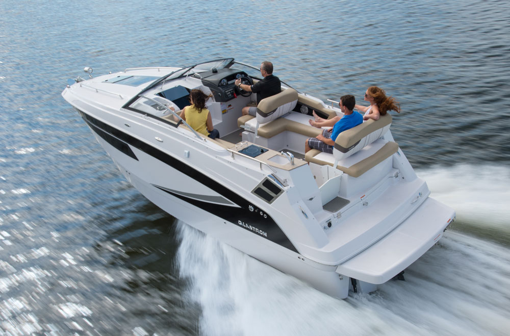 Both inside and out, the Glastron GS 259 will surprise you with how much room you can find in a 25' long boat.