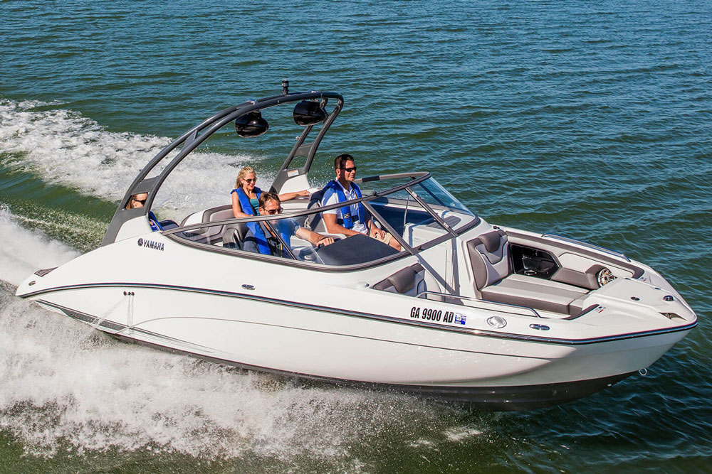 The articulating keel on the 21' Yamaha watercraft, including this 212 Limited S, also improves handling and tracking at higher speeds and when towing water-sports toys.