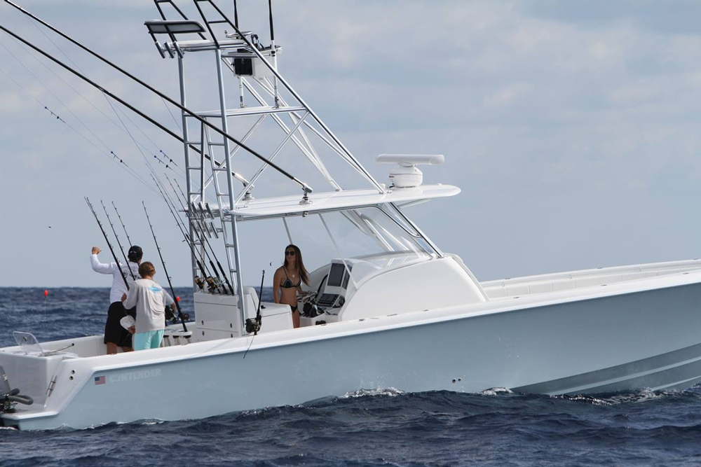 Designed to add a bit of comfort to your day of fishing, the 39 Fisharound is still one speedy ride.