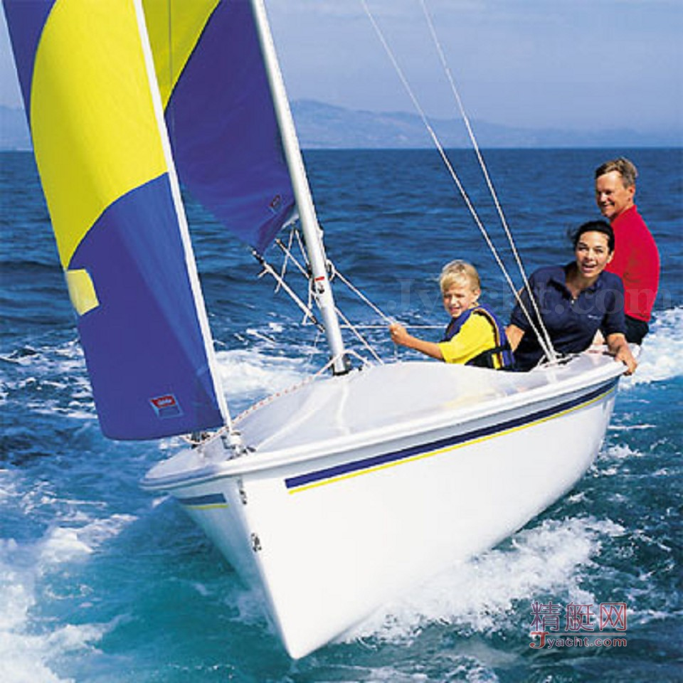 The Catalina 16.5 is a classic example of a daysailer.