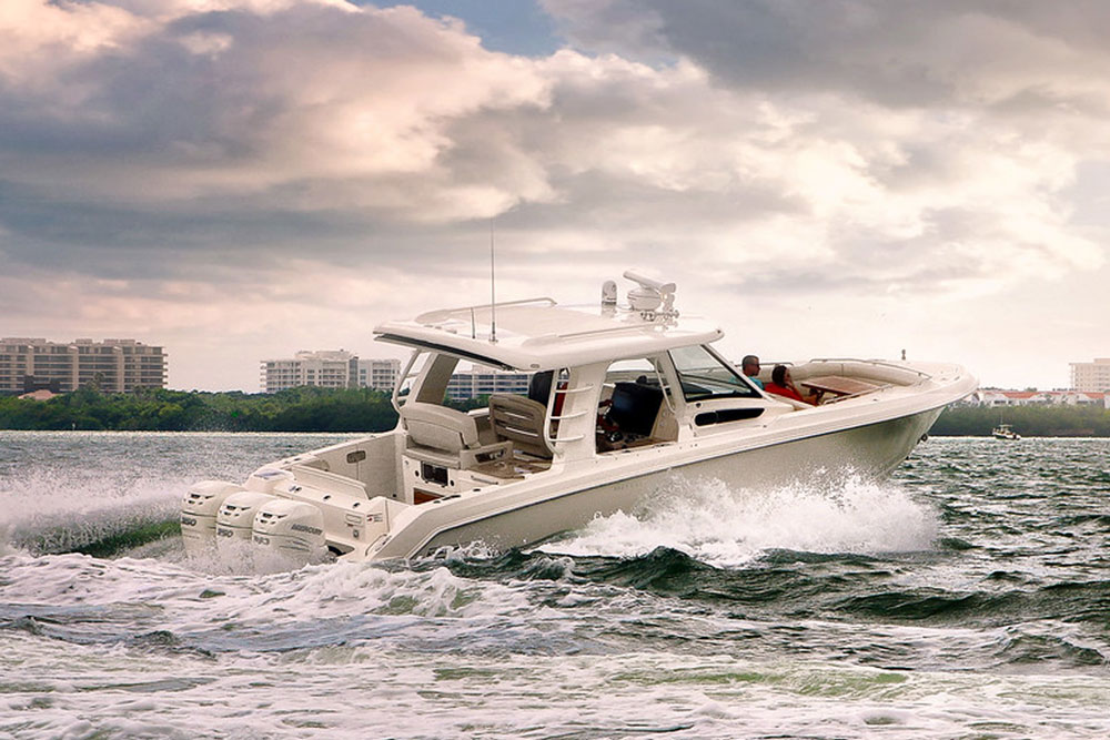 Thanks to both hull design and the way these boats are built, rough seas are not a problem for the Boston Whaler 350 Realm.