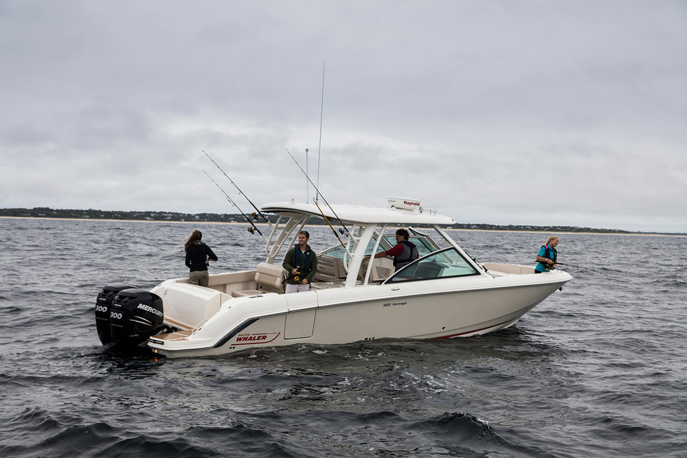 Boston Whaler 320 Vantage: Video Boat Review