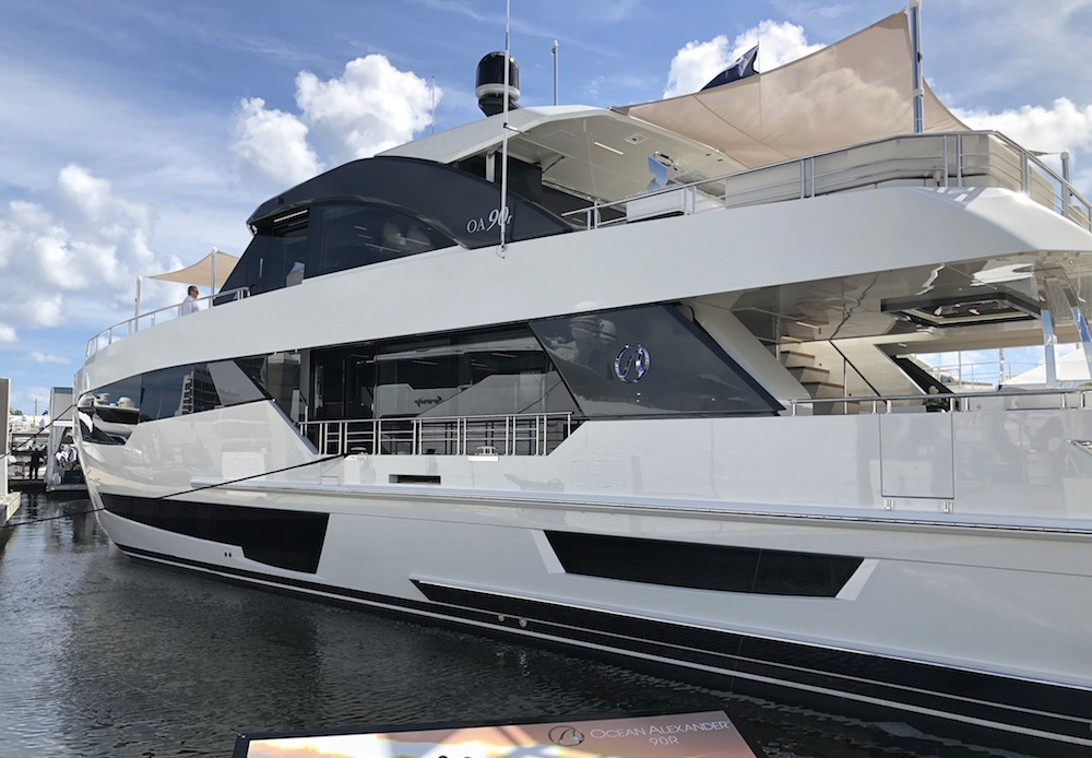Ocean Alexander 90R Motoryacht Open Bridge Review