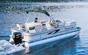 Designed to be a multipurpose pontoon, the 210 is ideal for light fishing, entertaining large groups and watersports.
