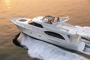 One of the first things you'll notice about the Meridian 580 Pilothouse is its contemporary styling, featuring attractively flowing lines.