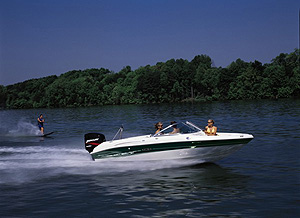 Offered standard with a 185-hp Mercury outboard engine, the 185 joins Sea-Ray's 15-model Sport Boat series.