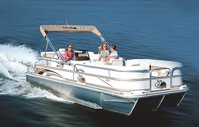 With the Yamaha F150 engine and a 16-inch aluminum three-blade prop, the boat reached a surprising top speed of 40.5 mph.