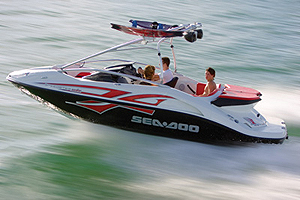 The Sea Doo Speedster Wake essentially takes the Sea Doo Speedster, a bodacious little jet boat, and adds a number of features typically found on specialty wakeboard watersports boats.