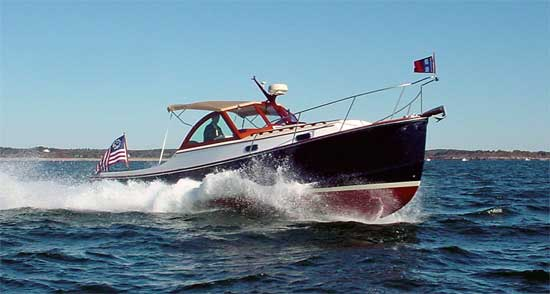 This Jarvis Newman 30 has a semi-displacement hull and is powered to run at planing speeds.
