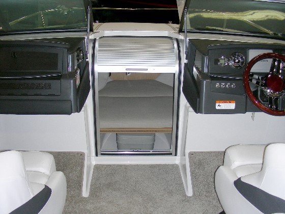 Four Winns S215 cabin