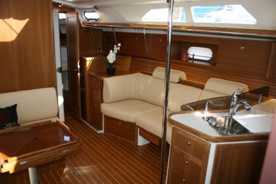 Catalina 385 interior