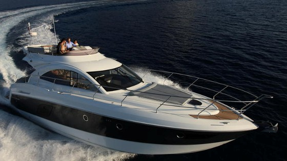 flybridge cruiser by beneteau