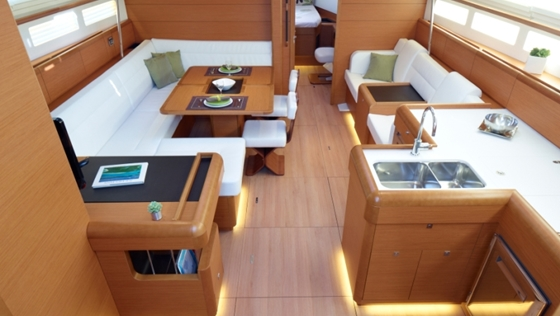 Jeanneau sun odyssey 509 powerful and dynamic for Interior boat designs