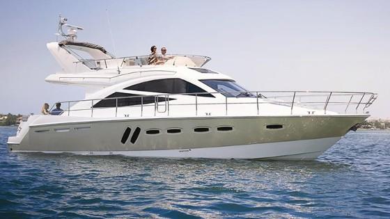 Sealine T50 motor yacht