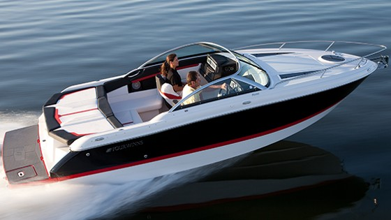 Four Winns S235 cuddy cabin boat