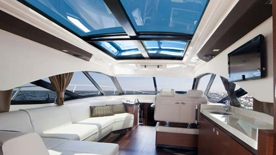 cabin and sunroof in 510 sundancer