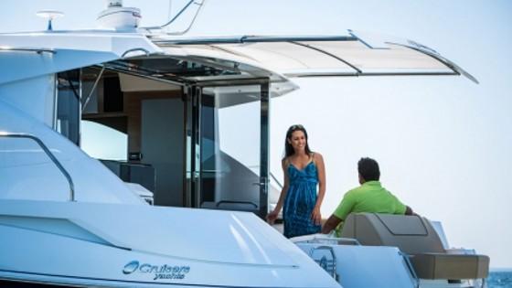 cruisers yachts 45 cantius sunshade