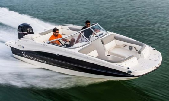 Bayliner 190 db deckboat for a crowd for Best boat for fishing and family