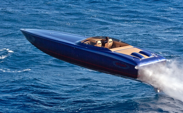 » Go-Fast Boat Lamination: Conventional or Composite?