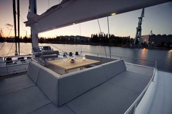 sunreef sail boat flybridge
