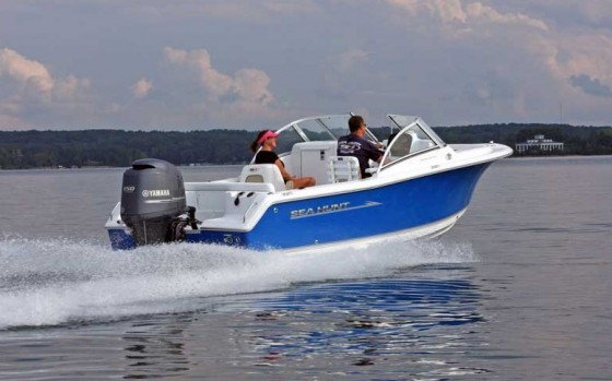 dual console boats cruising