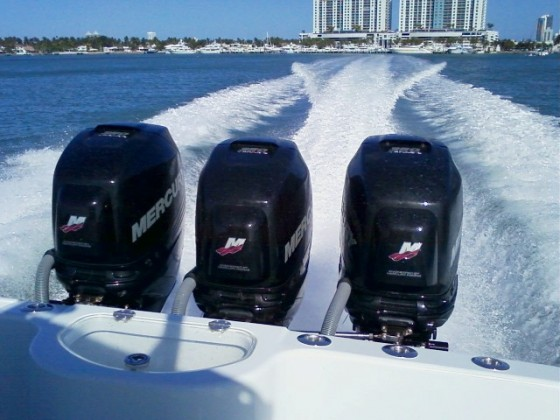 outboard engines running