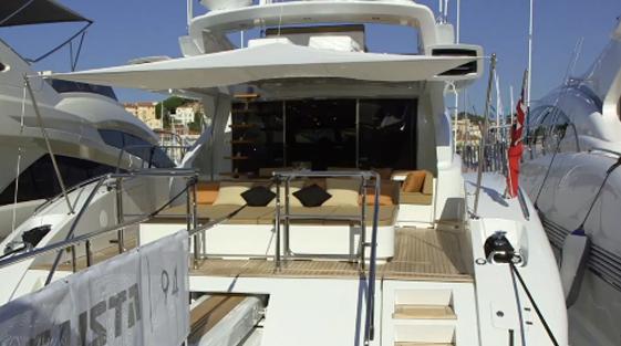 Mangusta 94 cockpit