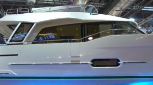 Greenline 48 hybrid powerboat first look video