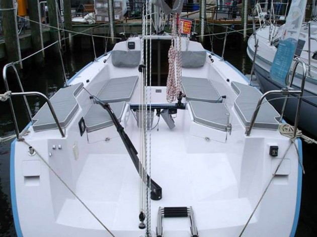 A photo of the Catalina 275 Sport's cockpit.