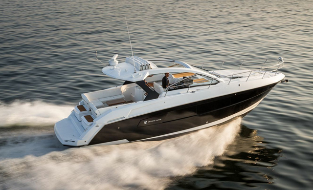 Cruisers Yachts 390 Express Coupe Shapeshifter Boats Com